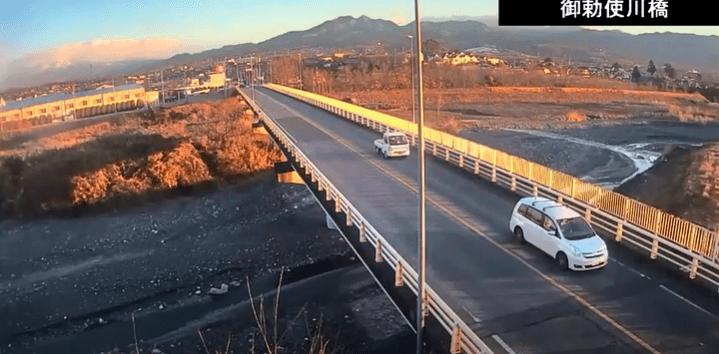 御勅使川橋